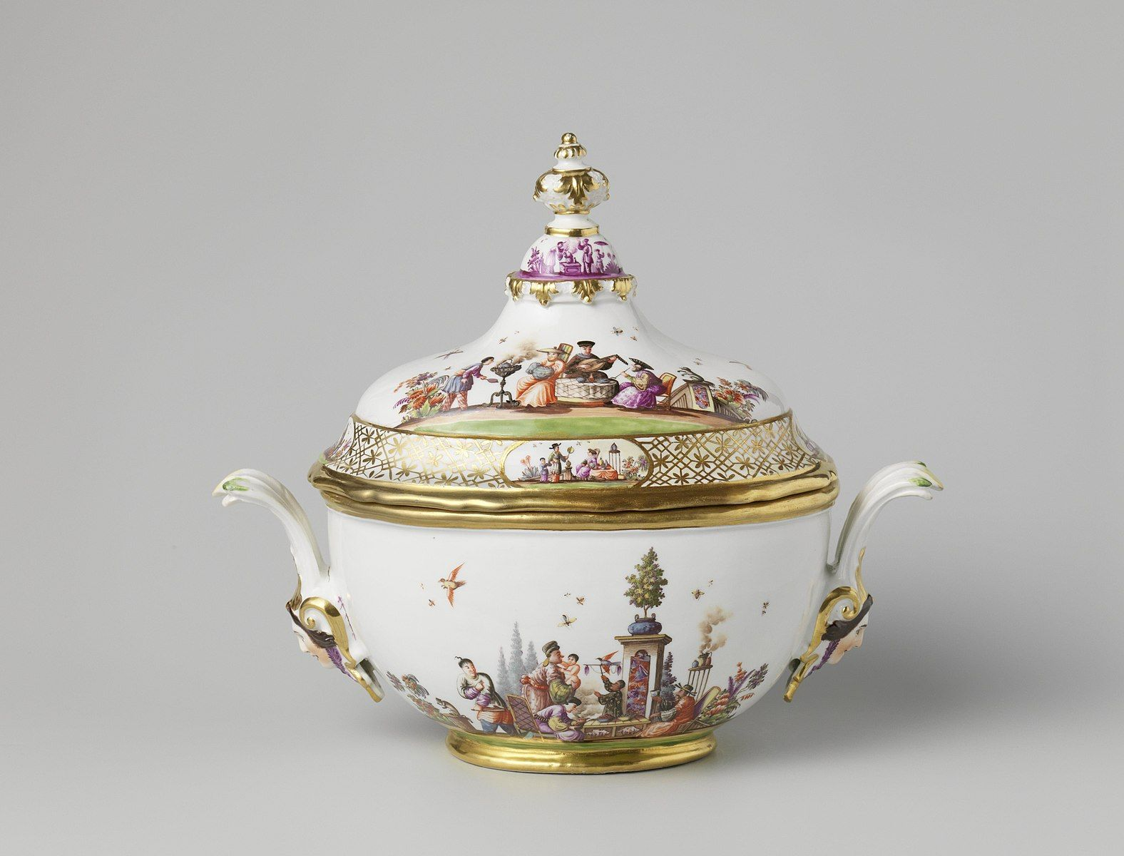 Around 100 pieces of Meissen porcelain will be auctioned by Sotheby's