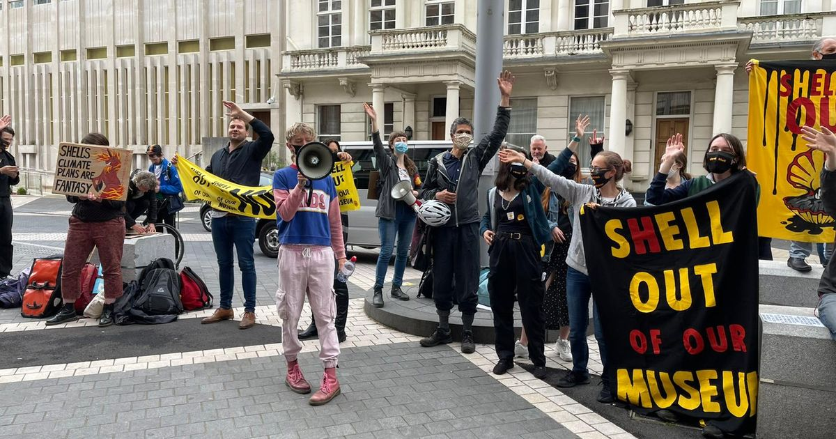 Anti-Shell sleepover protest at London's Science Museum ends with police threatening to arrest demonstrators