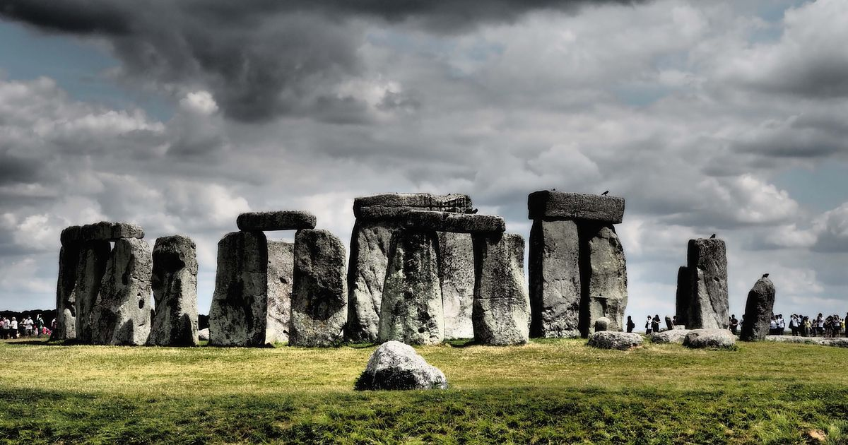 Unesco warns that Stonehenge will go on its danger list unless plans to build tunnel beneath it are modified